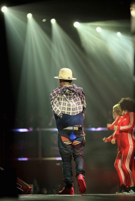Pharrell - KIIS FM's Jingle Ball - Los Angeles - 5 décembre 2014