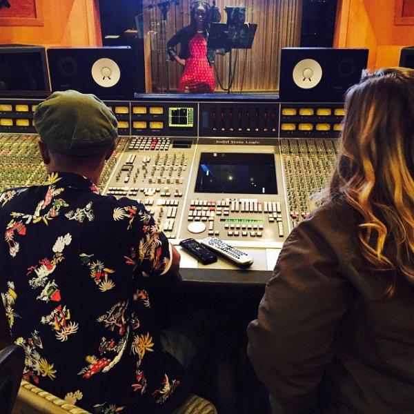 Pharrell en studio avec ... - 13 mai 2015