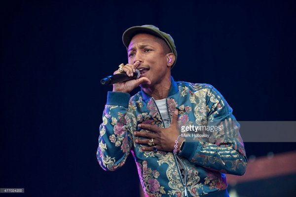 Pharrell & The Baes - Dear G  I  R  L Tour 2.0 - Isle of Wight Festival - 13 juin 2015