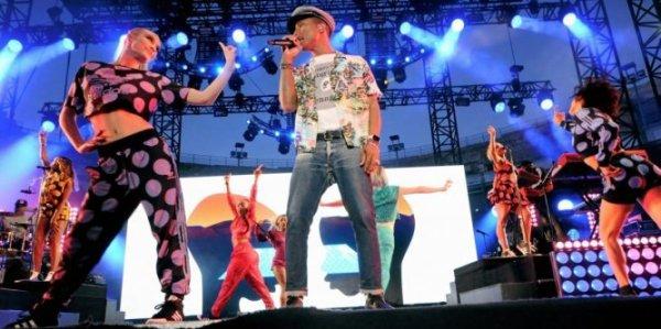 Pharrell & The Baes - Dear G  I  R  L Tour 2.0 - Arènes de Nîmes - 24 juin 2015