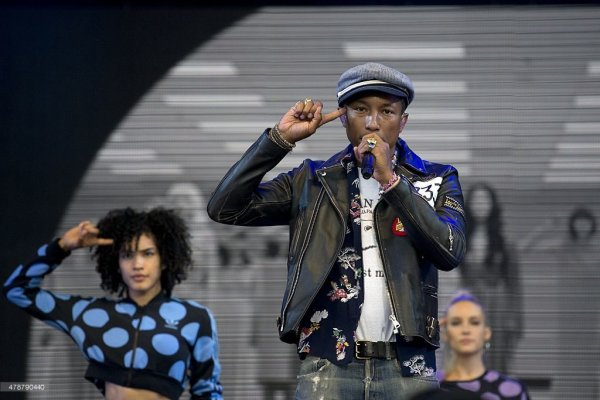Pharrell & The Baes - Dear G  I  R  L Tour 2.0 - Glastonbury Festival - Royaume-Uni - 27 juin 2015