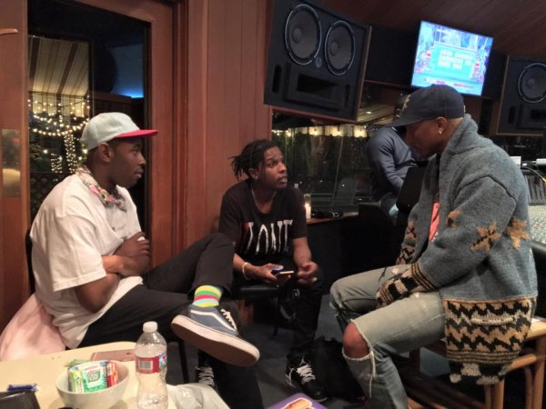 Pharrell en studio avec... - 30 janvier 2016