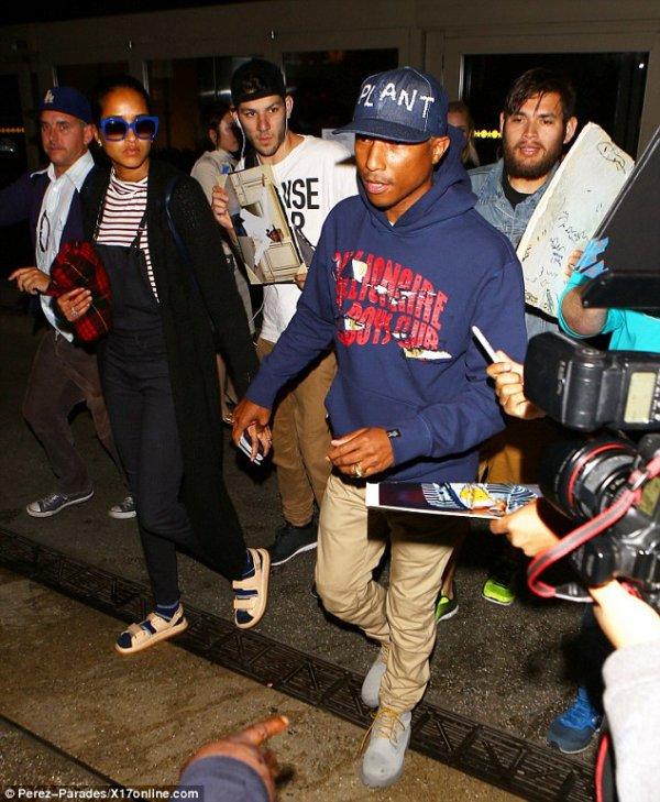 Pharrell & Helen - LAX Airport - 11 mars 2016