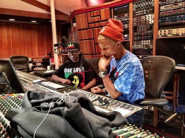 Pharrell en studio avec ... - 16 avril 2016