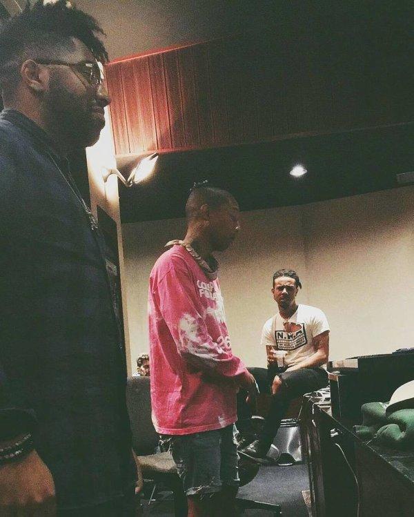 Pharrell en studio avec ... - 12 octobre 2016