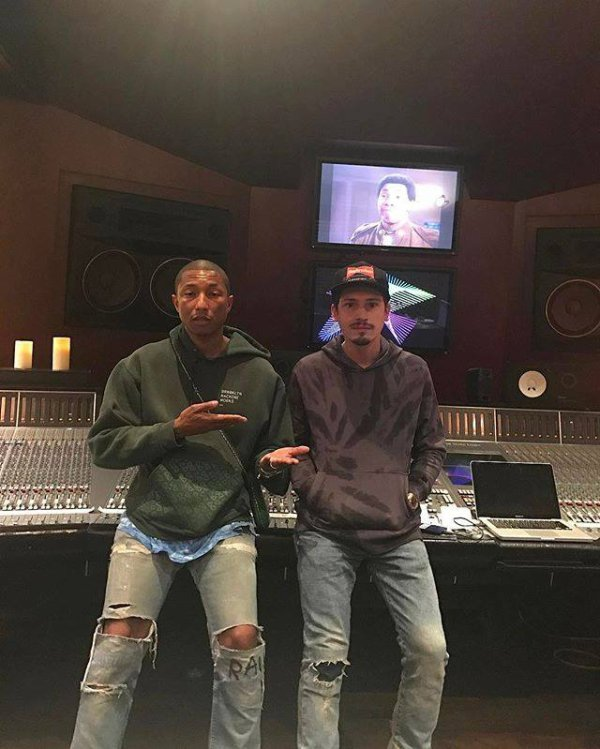 Pharrell en studio avec ... - avril 2017