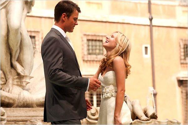 Fontaine de l'Amour, pfff... Quelle escroquerie ! C'est vrai, on attend toute sa vie que l'homme parfait nous prenne dans ses bras et nous inonde de bonheur... Et tu sais ce qui arrive ? Bah, on le rencontre jamais !