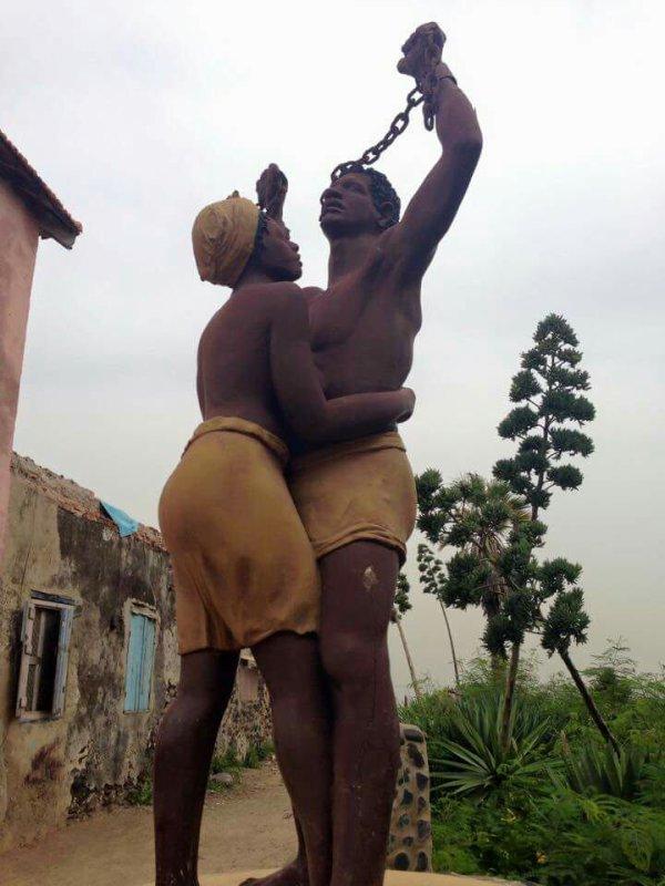 A la recherche de chaleur tant solaire qu'humaine ? Envie d'évasion, d'immersion ? Besoin de changement, de dépaysement ?  Le Sénégal est LA destination qu'il vous faut !  Proche de l'Europe, le Sénégal renferme des petits joyaux de la nature : désert de Lompoul, Lac Rose, étendues de baobabs, ... ainsi que d'incontournables lieux de visites : Gorée, Casamance, Saint Louis, Dakar et bien d'autres encore ! Sans oublier les stations balnéaires de Saly ou Nianing pour vous ressourcer et profiter de moments de détente sous les palmiers et cocotiers !  Vous hésitez encore ? Laissez vous tenter...essayez...découvrez !   Pour tous renseignements : votre guide au Sénégal Marcel Birame Sene