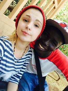 Tout le monde en parle, tout le monde l'adore... Êtes-vous intéressés pour la découvrir ?  Aujourd'hui nous vous proposons un petit tour en Casamance !  Considérée comme la plus belle région du Sénégal et d'Afrique de l'Ouest, la Casamance tire son nom du fleuve situé au sud-ouest du Sénégal,entre la Gambie et la Guinée-Bissau. Region historique et naturelle, isolée du reste du pays par le territoire gambien, la Casamance représente 1/7ème de la superficie du Sénégal. Les habitants sont majoritairement Diolas et revendiquent un certain indépendantisme, qui a pu valoir autrefois la naissance de quelques conflits...qui aujourd'hui ont disparu fort heureusement.  Promenez vous dans la ville de Ziguinchor, zone urbaine la plus importante de la région, encore plus propre que Dakar, et venez y faire un séjour culturel, beaucoup de visites et d'animations à découvrir (expositions,concerts...) Faites un tour à Cap-Skirring, station balnéaire de Casamance, réputée pour avoir les plus belles plages du Sénégal, venez pratiquer sports nautiques, pêche et excursions dans la mangrove !  Passez aussi par Oussouye, village entouré d'épaisses forêts de bois sacrés, et siège d'un important royaume. Pour les amoureux de la nature, l'île de Karabane est incontournable : une flore exceptionnelle, baobabs, palmiers, fromagers, eucalyptus, manguiers, papayers, palétuviers ... Découvrez aussi l'île aux oiseaux, et venez rencontrer les ibis, les sternes et les fameux pélicans blancs.  Vous l'aurez compris, la découverte de la Casamance ne se fait pas en un jour, plein d'autres lieux méritent le détour !!  Pour planifier votre séjour,un seul contact : Marcel Birame Sene !   Bon voyage parmi nous !  Reservez vite sur vacances senegal pour vos meilleurs sejours au senegal  Excursion Location villa  Location voiture  Tout vos service au senegal contacter nous
