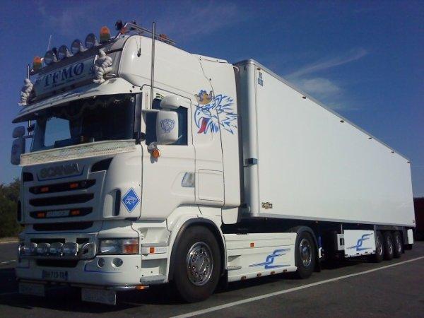 Quelques modifications on etait realise sur le Scania de mon oncle '' scaniapowerv8 '' Fais par moi et '' montage4529 '' ...............!!!!!!!!!!!!!!!!