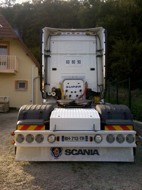 Quels modifs du week-end (taule arriere , porte flexible et deux orange dans la calandre) '' scaniapowerv8 '' ......!!!!!!!!!!