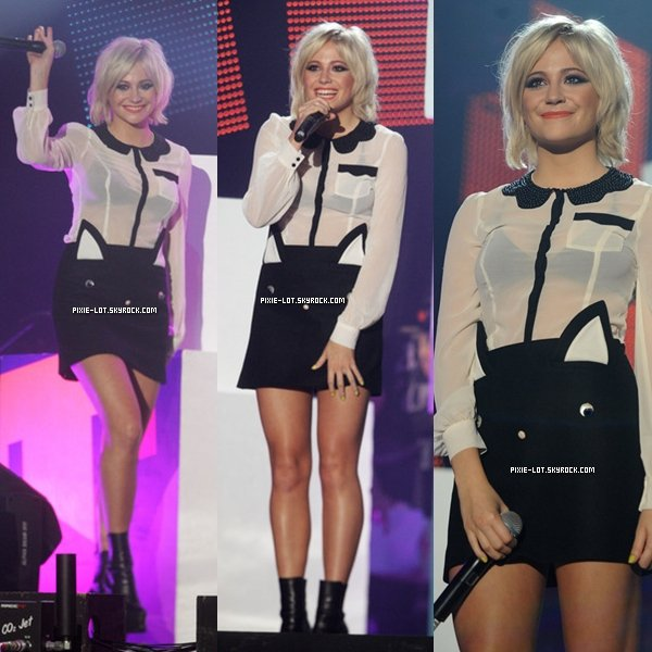 Le 9 Octobre : Pixie était au BBC Radio 1 Teen Awards en tant que Juge.