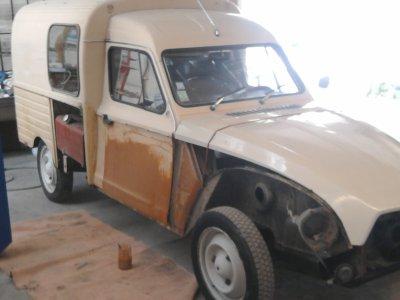 j 39 ai refait l 39 acadiane entre deux carrosserie peinture 2 tons reste a faire le bas macoxdeouf. Black Bedroom Furniture Sets. Home Design Ideas