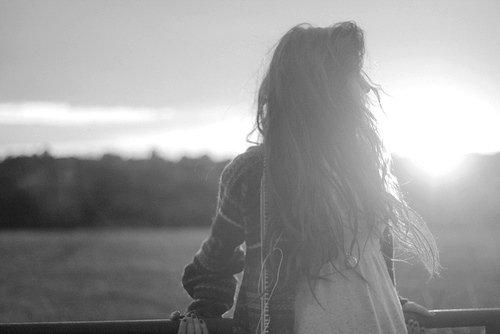 Ce qui est passé a fui ; ce que tu espères est absent ; mais le présent est à toi.