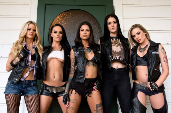 "Ladies of ""Sisters Of Anarchy"""