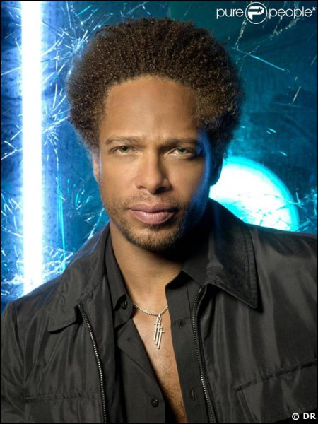 Devinez qui est cet acteur et dans quelle série télévisée américaine joue-t'il ?