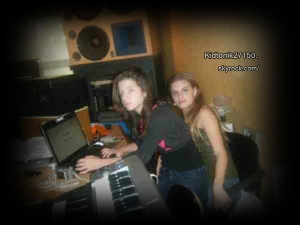 Sarah et Joanna.. Une photo qui date de je sais pas, mais comme je les jamais mi sur mon blog je la mets..