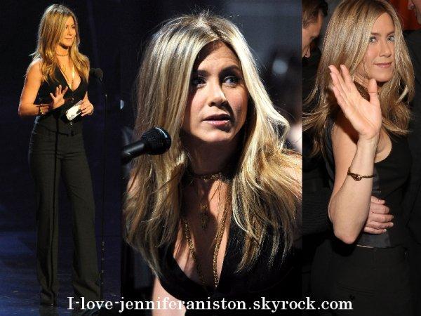 La rumeur tourne.. Jennifer Aniston avait un verre dans le nez au people's choice awards !!