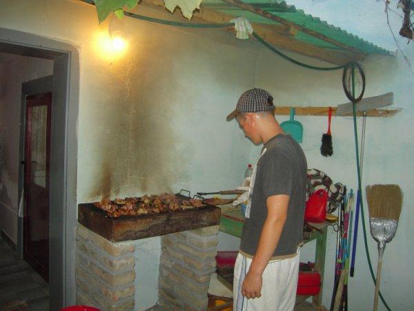 moi occupé a faire un barbecue