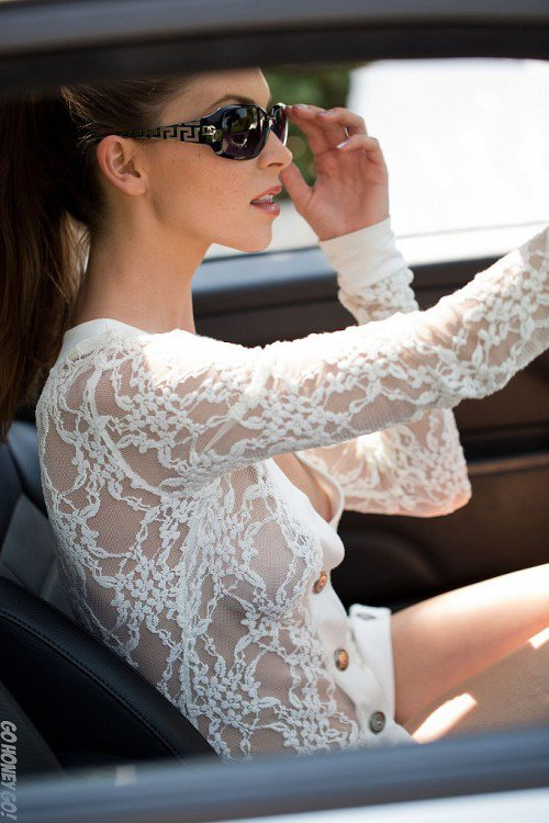 Amber Sym conduit en tenue décontractée