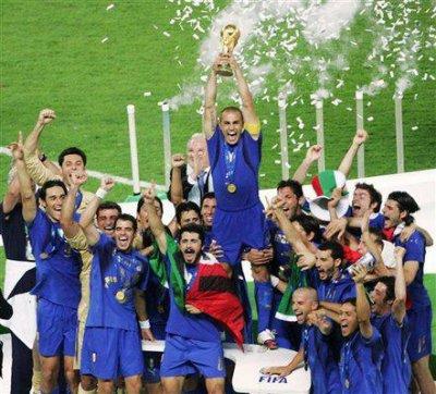 < L'Hymne Italien : Fratelli D'Italia ( en version intégrale ) >