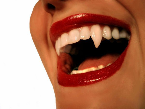 Tuto - Create realistic vampire fangs