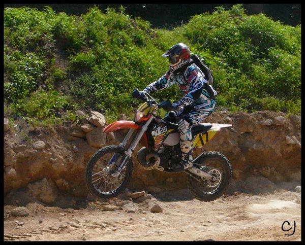 Au championnat de Bretagne d'enduro moto à Scaër le 3 Juillet 2011.