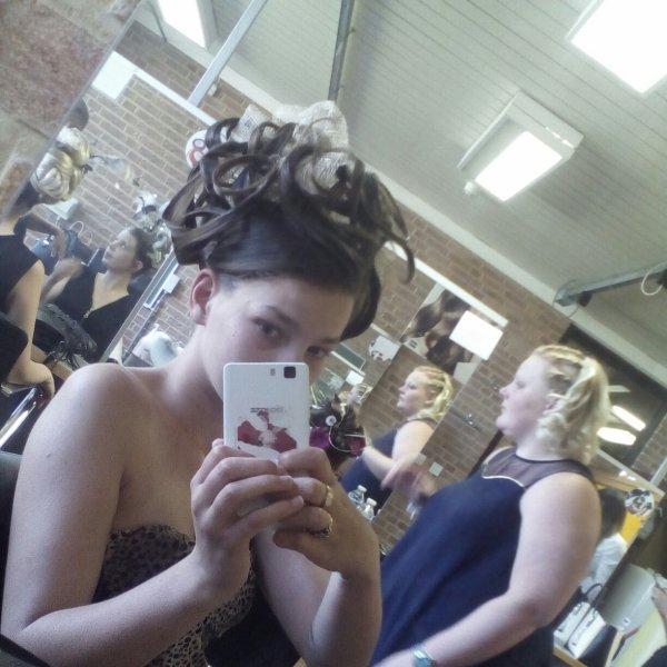 Aujourd hui j ai etait prise comme model coiffure
