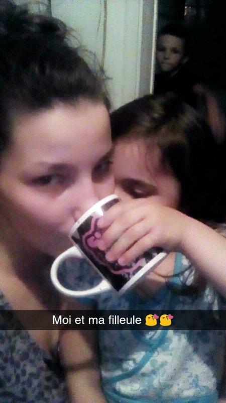 Elle me donne mon café c mignon 😍😍😍