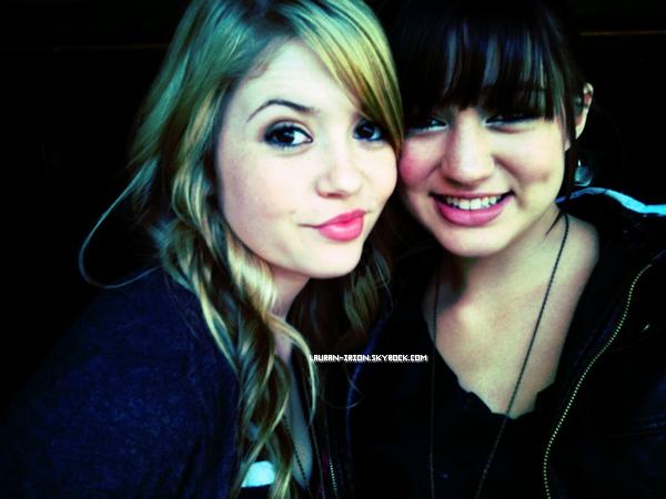 PHOTO : Lauran et Kristen sont allés manger des crêpes! Ça prouve qu'elles se voient encore Lauran a aussi affirmée qu'elle ne mangeait que de la malbouffe lorsqu'elle était avec Kristen!