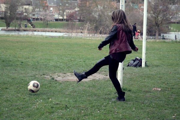 Parce que à la base je suis Lyonnaise, et j'aime le foot .!