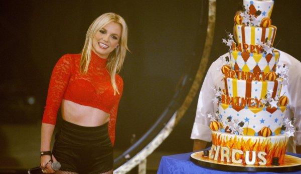 Happy Birthday Britney     (théoriquement avec le décalage horaire, en Amérique ce n'est pas encore le 2 décembre mais bon, pas grave!)