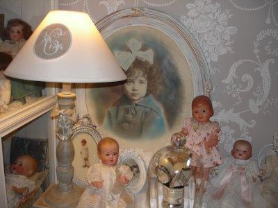 Les poupées veillent...