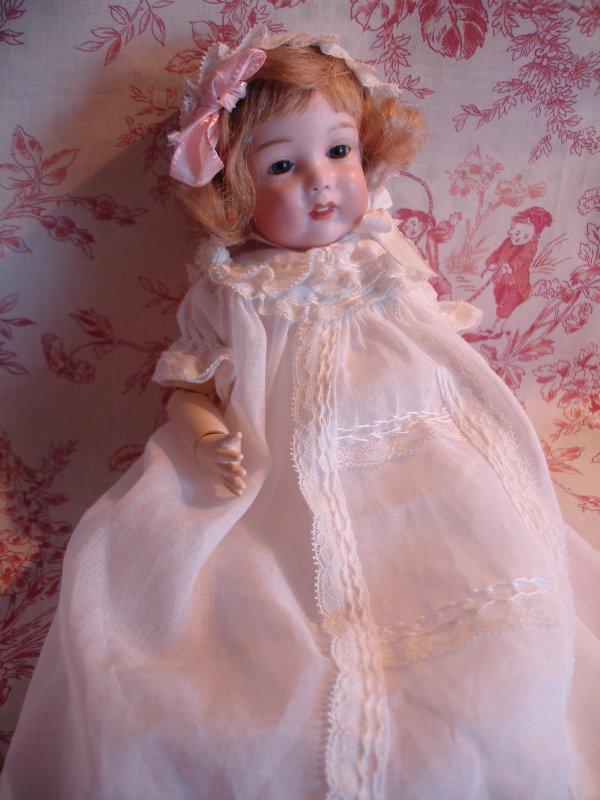 Une délicate robe !...