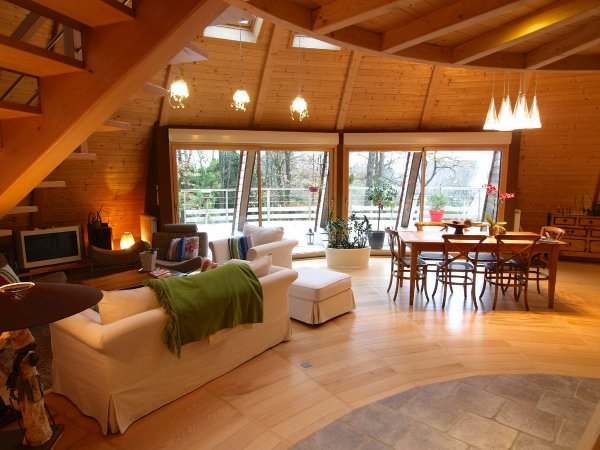 maison en bois tournante