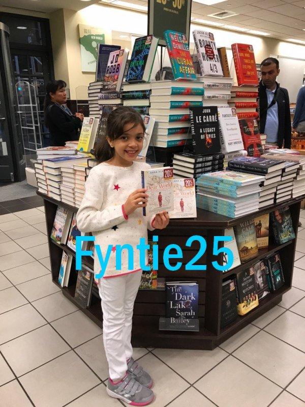Bana a publié son livre :):)