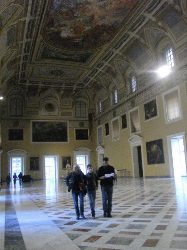 Naples salle