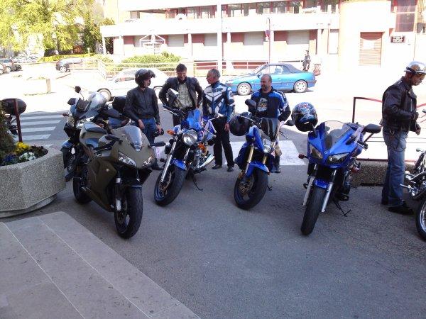 Haie d'honneur avec la moto école Courtial
