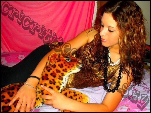.ilili. `» Bebeii Criistàl && son léopard.