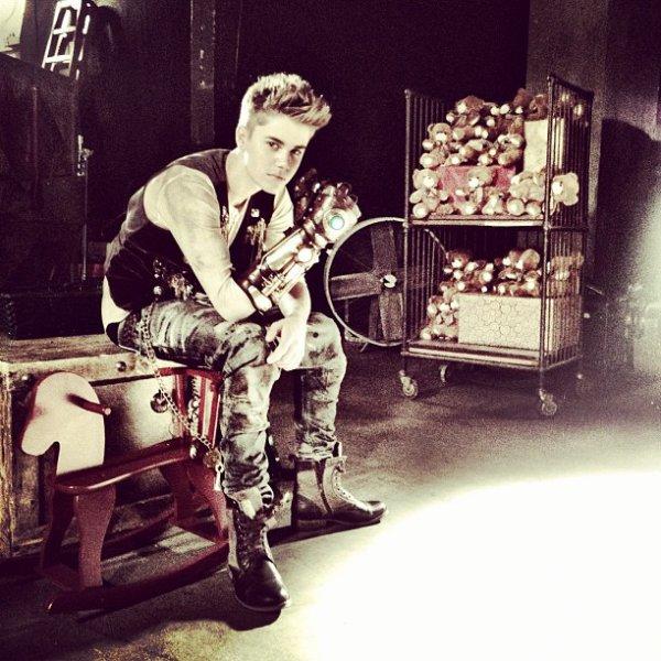 Justin au Canada + Under the Mistletoe sort bientôt