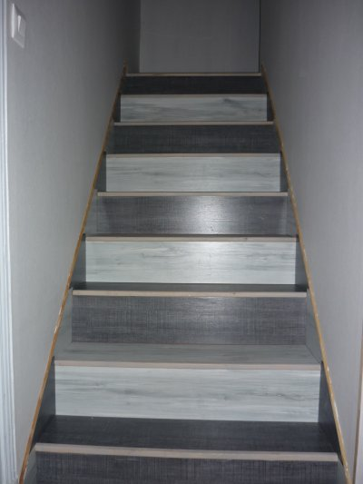 Renovation d 39 un escalier blog de decorenov - Idee deco mur escalier ...