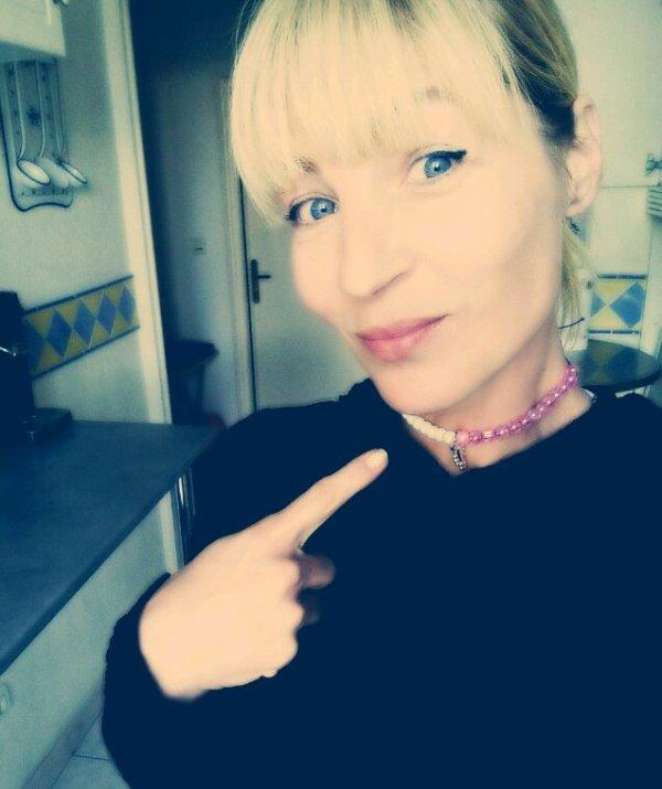 Je me la pète avec le joli collier que ma fille m'a fait ;)