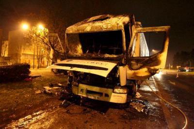 camion a ete an feu a grigny
