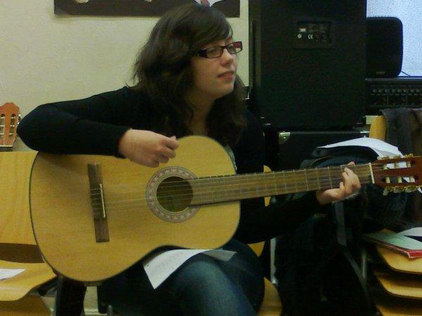 moi a la guitare :p♥    prénom : Lori