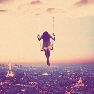 Perdu dans mes rêve, je me balance au dessus du vide...