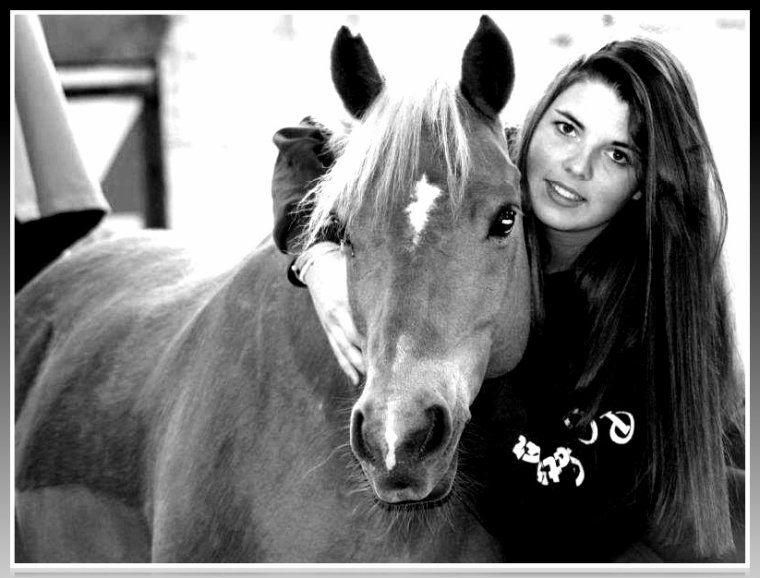 ♥ Un Cheval c'est comme un ami, un frère ou une soeur, un parent, un confident, un compagnon de voyage qui nous comprend et ressent nos émotions même les plus profondes... Un Cheval c'est cet animal fascinant pour qui on aura toujours de l'affection, de l'admiration et du respect avant tout... Quand on aime un Cheval, c'est pour Toujours car l'amour d'un Cheval nous transporte au delà de nous même, dans un monde de tendresse et de bonheur...♥.