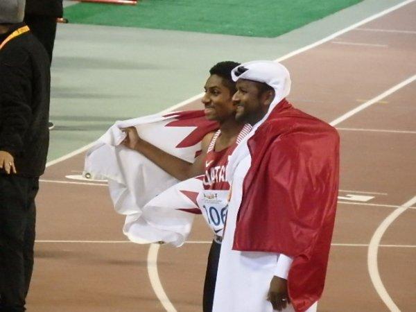 سعيد زمزوم بطل الخليج للناشئين في سباق 110م/ح
