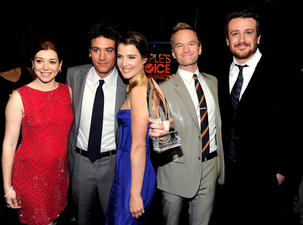 CONGRATULATIONS How I Met Your Mother cast & crew for winning favorite TV comedy and NPH for winning favorite TV comedy actor (l)