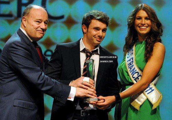 Hier soir au casino Barière à Toulouse, Vincent a eu l'honneur de recevoir l'Oscar du Midi-Olympique remis par Miss france 20011. Etant dans les 2000 personnes, l'ambiance était calme mais détendu, de nombreux rires ce sont fait entendre lorsque Vincent c'est fait chambré. ^^ (Les vidéos arrivent dès que youtube veut bien remarcher).