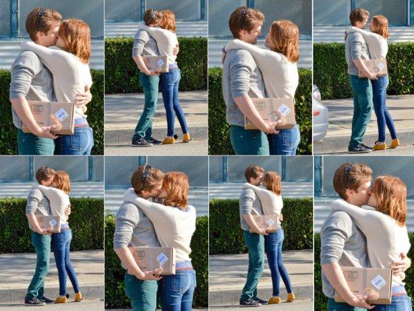 Jeremy Renner & Emma Stone.
